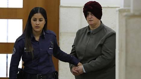 Vuosia jatkunut oikeusvääntö Leiferin luovuttamisesta on brittilehti Guardianin mukaan koetellut Australian ja Israelin suhteita. Leifer on kuvassa oikealla.