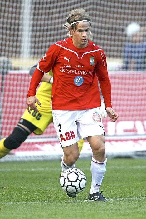 Hietanen pelasi Veikkausliigaa FC Lahdessa ja MyPassa kaudet 2006–2013.