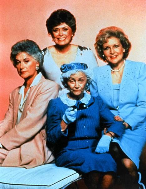 Tyttökullat-sarjan Sophia (alhaalla keskellä) piti jöötä talossa.