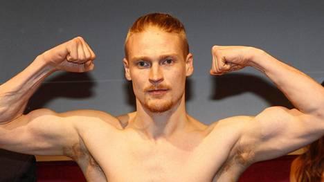 Sakari Lähderinne on entinen ammattinyrkkeilijä.