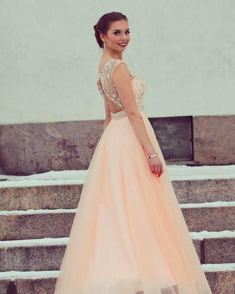 Elisa Karimon puku hankittiin Meslewistä noin 600 eurolla.