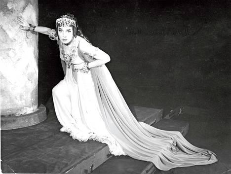 Useat roolit olivat kohtalokkaita. Tässä Kansallisteatterin Phaidra-näytelmä 1959.