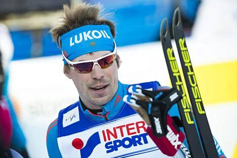 Sergei Ustjugov loisti viime vuonna Lahden MM-kisoissa, joissa hän saavutti kaksi maailmanmestaruutta ja kolme MM-hopeaa. Pyeongchangin olympialaisissa hiihtäjää ei kuitenkaan nähdä.