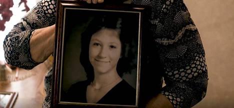Earlene Peterson kertoi Equal Justice Initiativen julkaisemassa videolausunnossa Nancy-tyttärestään.