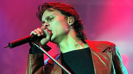 Ville Valo esiintyi yhtyeensä kanssa Seinäjoen Provinssirockissa 2000.