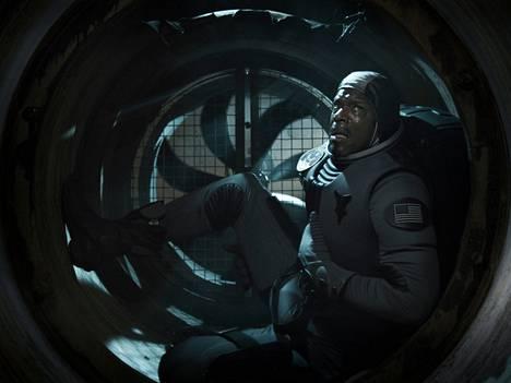 Christopher Kirby näytteli Iron Skyssa kuuhun jäänyttä sankaria James Washingtonia.