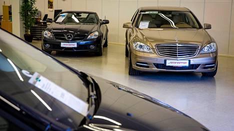 Korona sai vauhtia autokauppaan. Voittajia pelissä ovat olleet muun muassa käytettyjen autojen kauppiaat sekä käytännössä koko matkailuajoneuvoala.