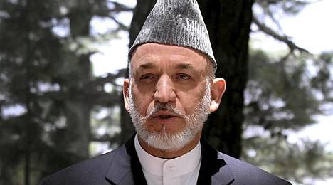 Afganistanin presidentti Hamid Karzain on määrä osallistua veljensä hautajaisiin keskiviikkona.