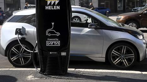 Sähkö- ja kaasuautot kiinnostavat aiempaa enemmän, Danske Bankin kysely osoittaa.