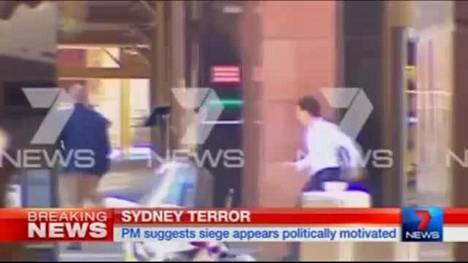 Sydneyn panttivankidraama: Kolme ihmistä juoksi ulos kahvilasta