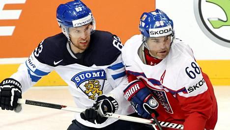 Suomen ja Tshekin helatorstain MM-jääkiekko-ottelu heilautti Kymmenen uutisten katsojamäärän erätauolla ennätyslukemiin.