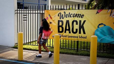 Kyltti toivotti lapset tervetulleeksi takaisin kouluun Floridan osavaltiossa elokuussa.