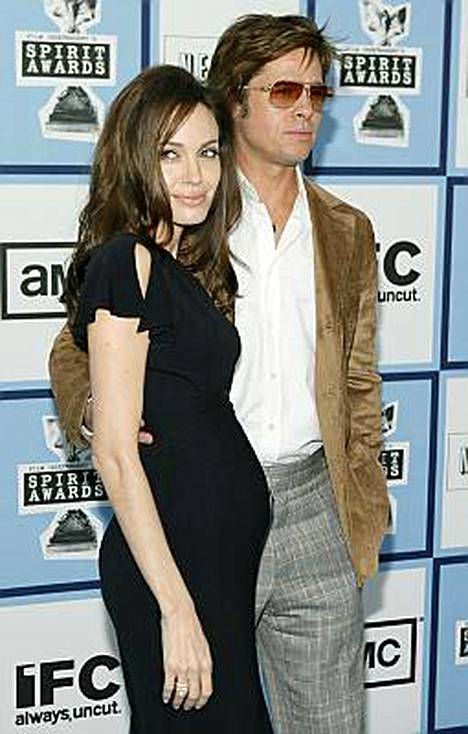 Angelina Jolie ja Brad Pitt jakavat avokätisesti hyväntekeväisyyteen.