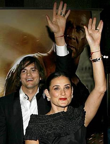 Demi Moore, Ashton Kutcher ja liuta muita silmäätekeviä ovat A-hepatiittivaarassa.