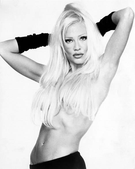 Linda Lampenius IS:n kuvauksissa 1998.