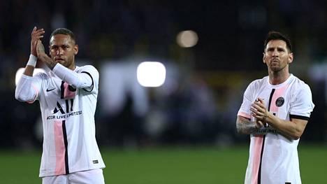 Neymar ja Lionel Messi kiittivät yleisöä Club Brügge -ottelun jälkeen.