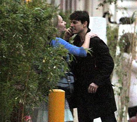 Tom Cruise halasi jälleen vierasta naista.