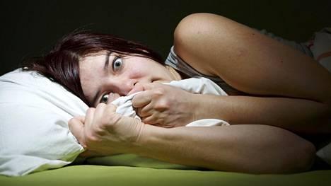 Painajaisesta herätessä vallalla on sama, kauhistuttava tunnetila kuin unessa. Samaan aikaan verenpaine, hengitystiheys ja syke ovat nousseet.