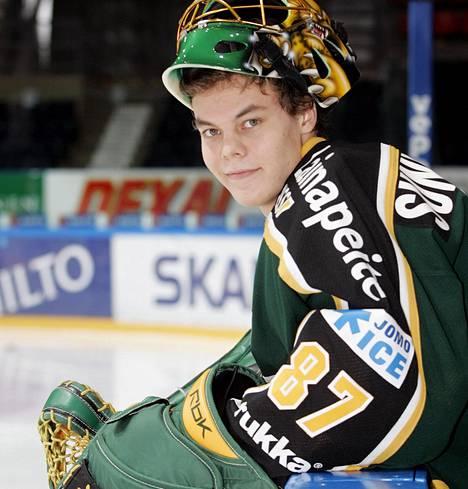Tuukka Rask saapui vuonna 2003 vain 16-vuotiaana Savonlinnasta Ilvekseen Parkkilan kouluun. Kuva vuodelta 2006.
