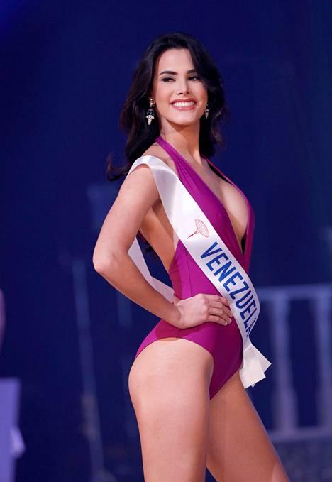Mariem Claret Velazco Garcia kruunattiin Miss Internationaliksi.