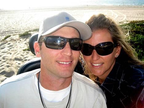 Janne Kouri ja vaimo Susan Moffat ennen Jannen onnettomuutta.