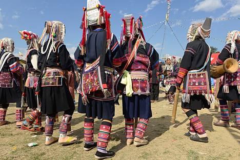 Kengtungin kaupungissa vietettiin heimojuhlia tanssin ja musiikin, ruoan ja juoman merkeissä.