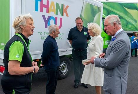 Charles ja Camilla kiittivät Asda-ketjun työntekijöitä tärkeästä työstä koronaviruspandemian aikana.