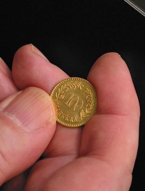 100 markan kultakolikko painettiin vuonna 1926, kun markka sidottiin toista kertaa kultakantaan.