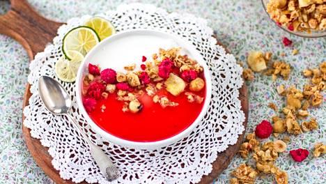 Granolaa voi käyttää jogurtin tai rahkan seassa tai käyttää hyydykekakkujen pohjana.