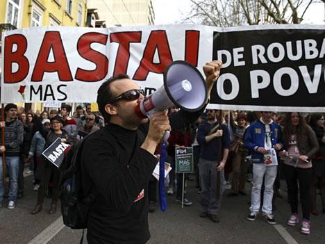Coimbrassa Portugalissa osoitettiin mieltä lauantaina säästöjä vastaan.