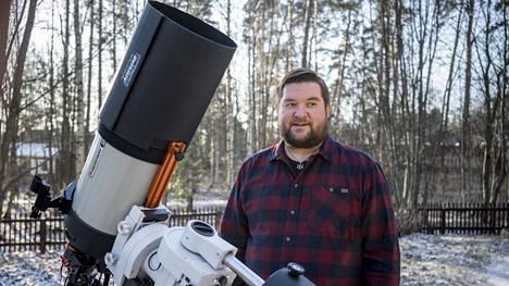 Tero Hiekkalinna aloitti tähtitiedeharrastuksensa kymmenen vuotta sitten.