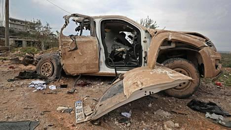 Kuvassa 34 turkkilaissotilasta surmanneen ilmaiskun jälkiä Balyunin kylässä Syyrian Idlibissä.