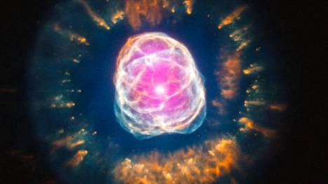 NGC 2392 sijaitsee noin 2870 valovuoden päässä Maasta.