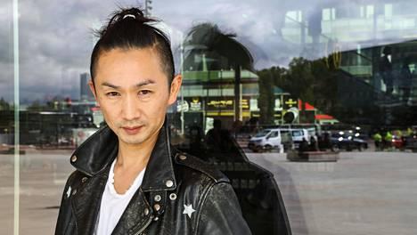 Muotisuunnittelija Kentaro Kameyama vieraili Helsingissä.