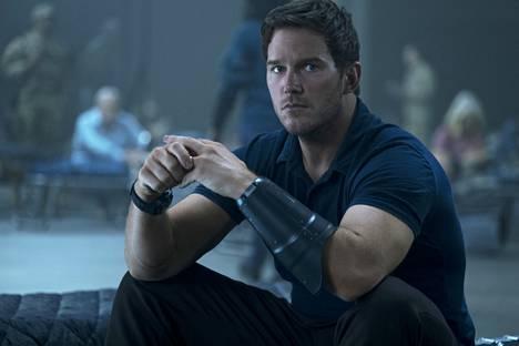 Chris Prattin näyttelemä opettaja matkaa pelastamaan tulevaisuutta tieteisspektaakkelissa The Tomorrow War.