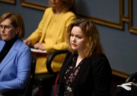 –Eriävän kannan esittäjältä vaaditaan kyllä Kiurun kanssa sinnikkyyttä, hallituslähde kuvaa ministeri Krista Kiurun neuvottelutyyliä.