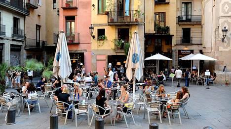 Kummassakin kaupungissa vietetään paljon aikaa rennoissa terassiravintoloissa ja -baareissa.