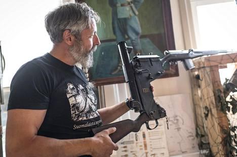 Yksi Kajaanin ase- ja varusmuseon erikoisuuksista on saksalainen periskooppitähtäimellä varustettu kivääri.
