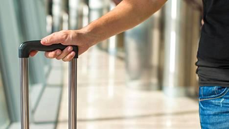 Käsimatkatavaroiden koko- ja painovaatimukset vaihtelevat lentoyhtiöittäin. Kuvituskuva.