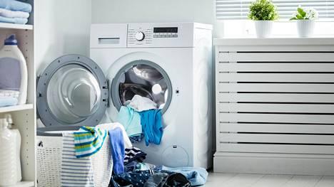 Pesukone teki tuhoa omakotitalon kodinhoitohuoneessa – vakuutus ei korvaa, jos teet itse yhden virheen