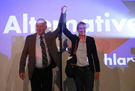 Alternative für Deutschland -puolueen kärkihahmot Alexander Gauland ja Alice Weidel iloitsivat vaalivoitosta.