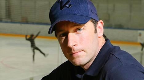 Kim Hirschovits on Kiekko-Espoon urheilutoimenjohtaja. Hän myös pelaa joukkueessa ensi kaudella.