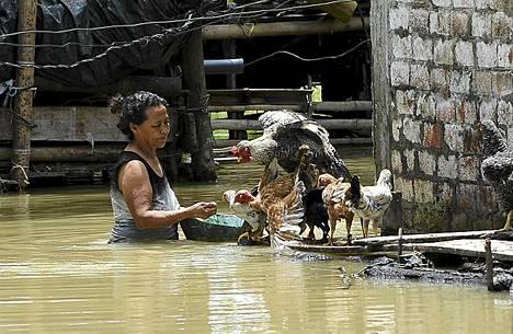 Ecuadorin tulvissa on kuollut ainakin 30 henkilöä. Tulvat ovat piinanneet maata jo tammikuusta lähtien.