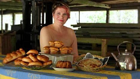 Kuinka suosituksi nousisi kesäteatterin kahvikioski, jos pullia myytäisiin Susannan tyylillä?