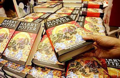 Harry Potter -kirjailija J.K. Rowling aikoo huutokaupata salaisen tarinan maailmankuulun velhon elämästä.