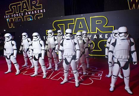 Stormtroopersit elokuvan Euroopan ensi-illassa Lontoossa.