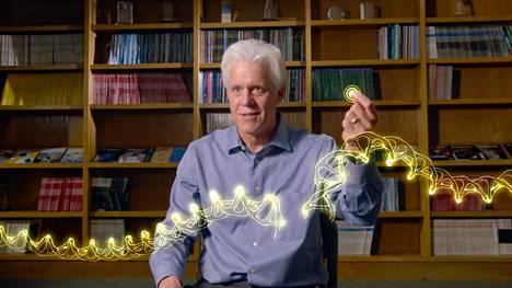 Uudet geeniteknologian menetelmät tekevät perimän muokkaamisen mahdolliseksi. Dokumentissa haastateltu geenitutkija Eric Olson selittää, kuinka CRISPR toimii kuin dna:sta virheitä etsivä oikolukuohjelma.