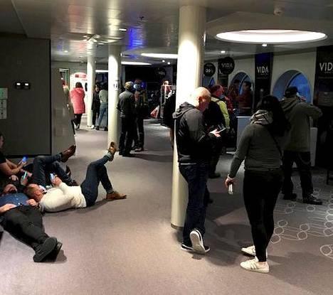 Viking Gracella olleet 331 matkustajaa voivat hakea myöhästymisestä korvauksia kilpailu- ja kuluttajaviraston ohjeiden mukaan.