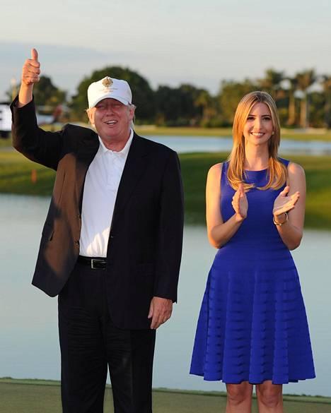 Donald Trump Ivanka-tyttärensä kanssa Doralin golfklubillaan vuonna 2014.