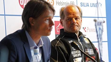 Antti Muurinen tuntee hyvin Veikkausliigan mestariehdokkaiden valmentajat: SJK:n Simo Valakarin, RoPSin Juha Malisen ja HJK:n Mika Lehkosuon (kuvassa vas.).